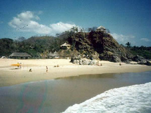Foto from 1984 (!) with the Lo Cósmico entrance from the beach.